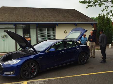 Charity Golf Tesla-car